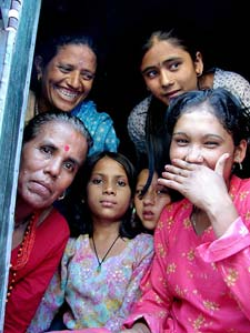 Freundliche nepalesische Familie