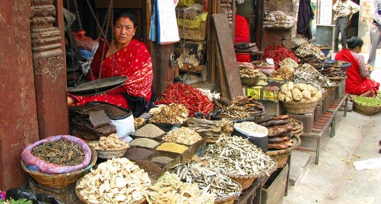 Marktverkäuferin in Kathmandu