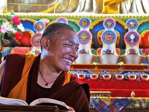 Ein Mönch des Neydo-Klosters während einer Vorlesung