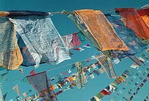 Gebetsflaggen im Wind in Nepal
