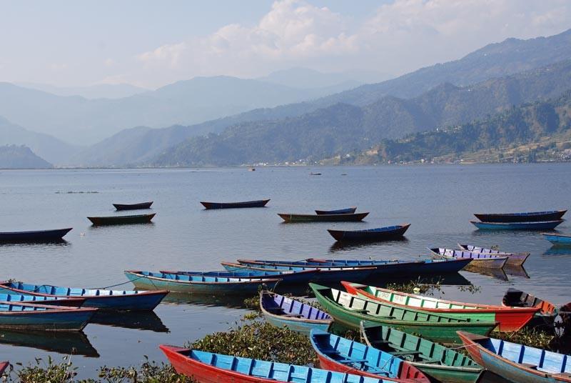 Entspannen Sie am Bergsee in Pokhara