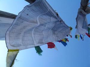 3 Wochen Nepal: Gebetsflaggen sind vielerorts zu finden