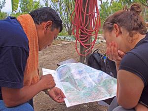 Der Guide erklärt die Trekkingroute