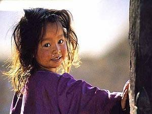 Wohin Sie auch gehen, werden Sie in 2 Wochen Nepal neugierigen Kindern begegnen