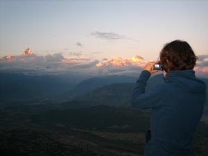 Kulturreise Nepal: Von Sarangkot aus blicken Sie auf das Annapurna-Gebirge in der Ferne