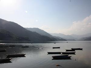 Kulturreise Nepal: Die Ruhe auf dem See genießen