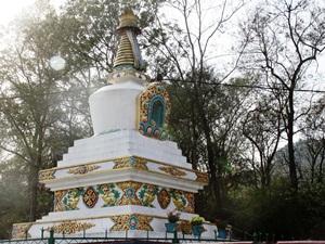 Kulturreise Nepal: Eine tibetische Stupa in Jampaling