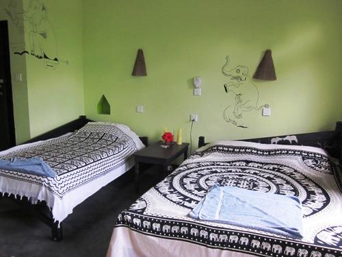 Kulturreise Nepal: Komfortable Zimmer in der Unterkunft beim Chitwan Nationalpark