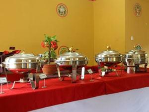 Ein reichhaltiges Buffet aus verschiedenen Ländern erwartet Sie