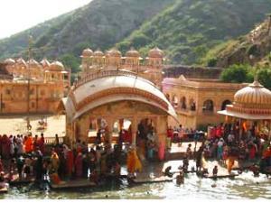 Heilige Quelle in Galta, Indien