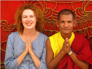 Reisende mit Mönch in Nepal