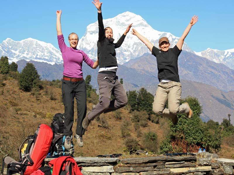 Reisende vor Annapurna Bergpanorama