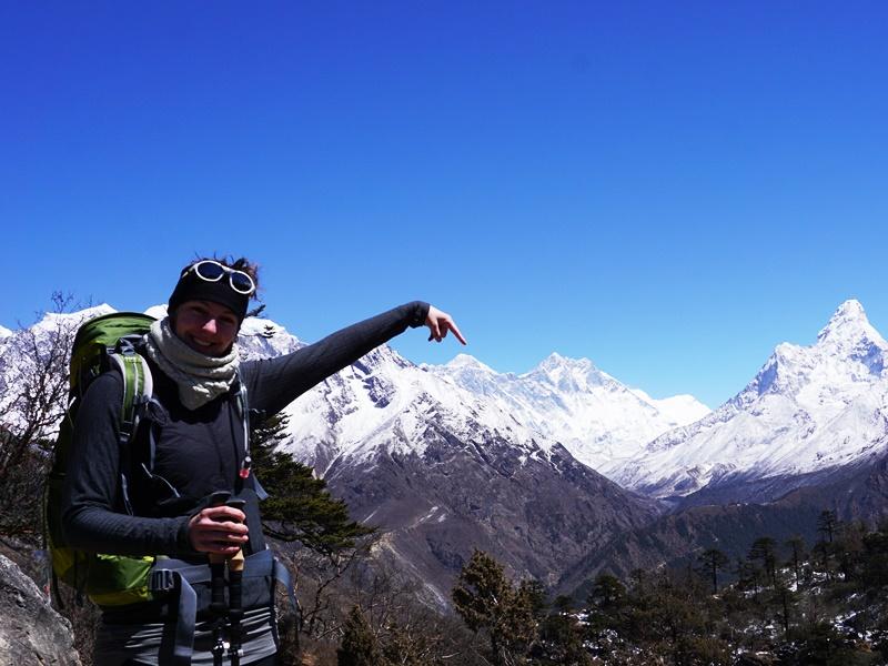 Reisespezialistin Daniela am Everest View Hotel bei Namche Bazaar