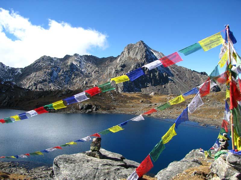Nepal Gruppenreise bunte Gebetsflaggen
