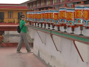 gebedsmolens met reiziger india