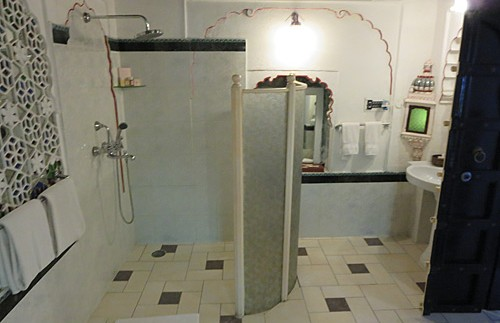 india hotel deogarh douche