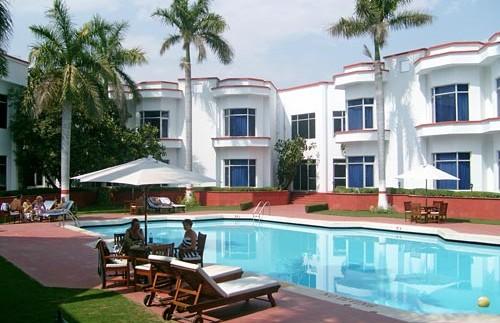 india khajuraho hotel pool