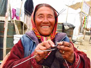 ladakh vrouw breien