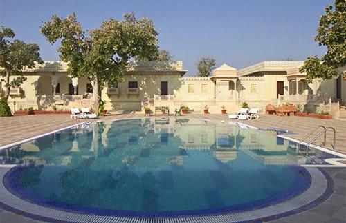india orchha hotel pool