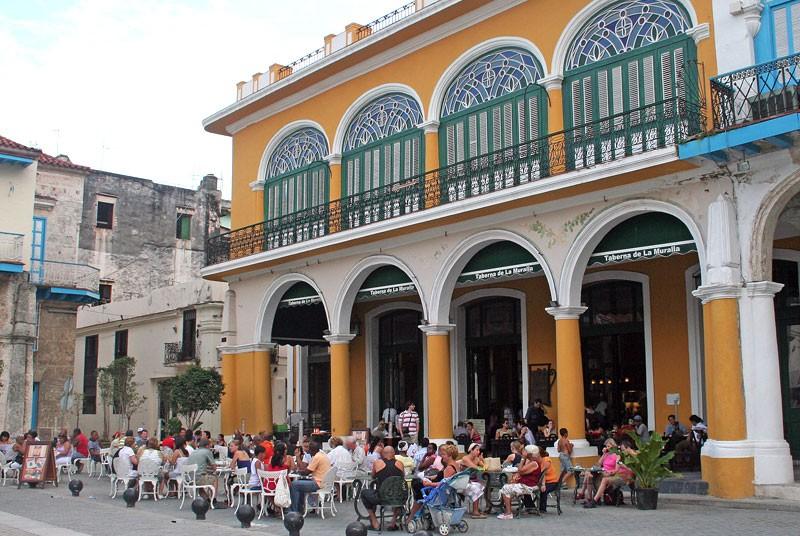 Pleintje in Havana tijdens je Cuba vakantie