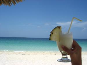 Pina colada drinken bij Playa Pesquero