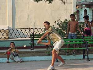 Kinderen spelen - rondreis Cuba
