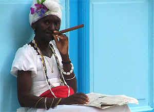 Cuba rondreis: Cubaanse vrouw met sigaar