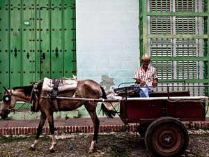 Cubaanse man op kar