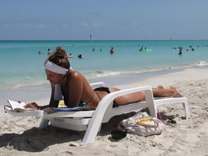 Relaxen aan het strand van Santa Lucia