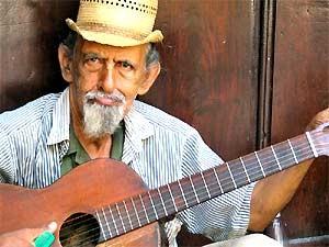 Rondreis Cuba: een van de vele muzikanten