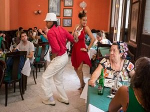 twee-mensen-salsadansen
