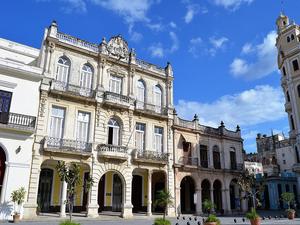 koloniaal-gebouw-in-Havana