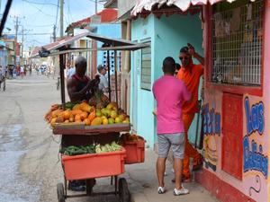 buitenleven-fruit-winkel-Cubanen-Cuba