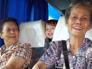 kids in lokale bus maleisie