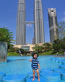 kindje zwembad - gezinsvakantie Maleisië