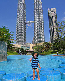 kindje pool twin towers maleisie