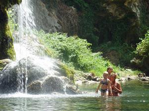 Tropisch regenwoud Maleisië met kinderen