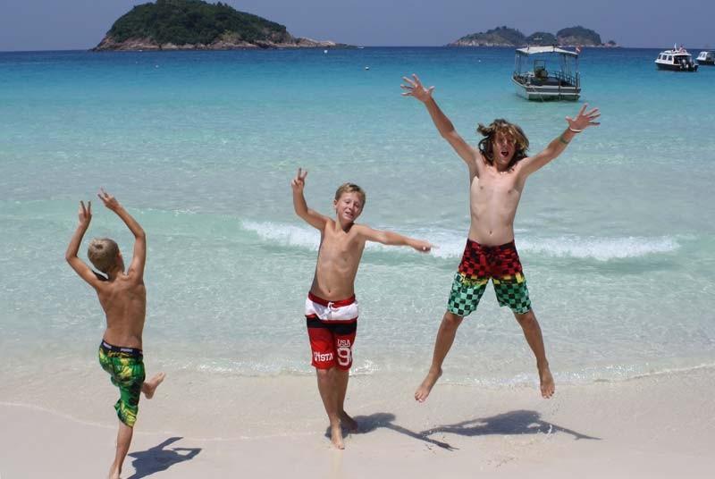 Strand met kids - vakantie Maleisie