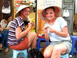 Streetfood Hanoi op een krukje