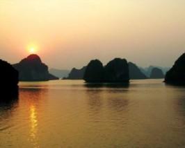 Bai Tulong Bay Vietnam - Zonsondergang