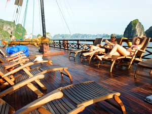 Rondreis Vietnam Cambodja - Zonnedek boot