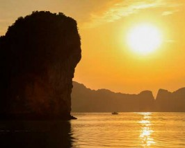 Vietnam cruise door een rustige baai