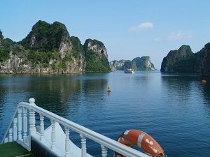 Vietnam tips Bai Tu Long Bay