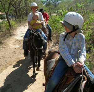 costa rica familie paardrijden