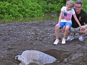 schildpad-strand-costa-rica-kids