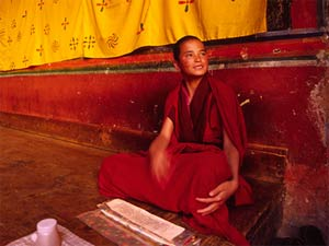 bhutan vrolijke monnik