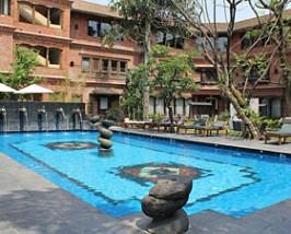 dwarikas accommodatie zwembad