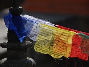 bhutan gebedsvlaggen tempel