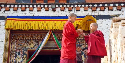 Bhutan rondreis - monniken
