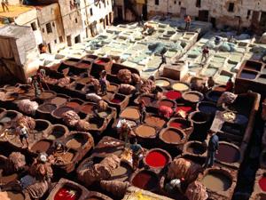 Fes Marokko kids - medina leerlooierij